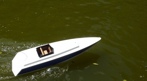 R/C electric speed boat